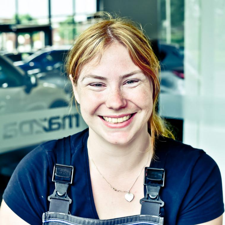 Simone Peters - Autoreconditioneerster Mazda
